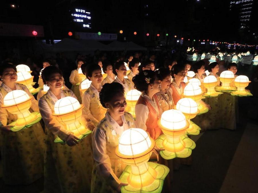 Tempio di Jogye, festa delle lanterne  (EPA/YONHAP SOUTH KOREA)