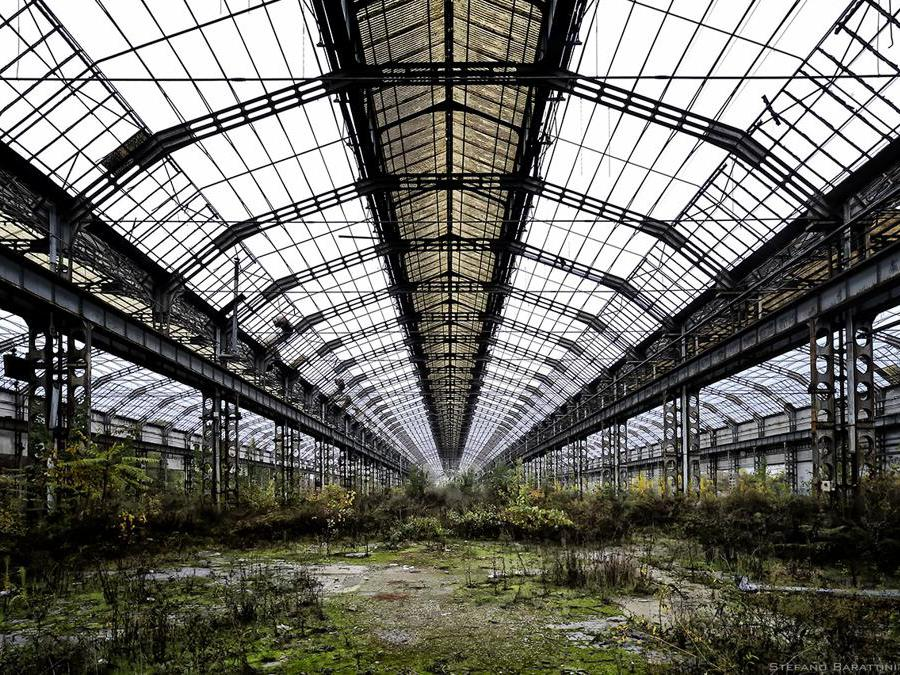 Innocenti, Lambrate. La fabbrica, dopo la costruzione delle Lambretta iniziò con scarso successo l'attività automobilitica. Dopo pochi anni, una fiorente attività chiuse i battenti. (Foto Stefano Barattini)