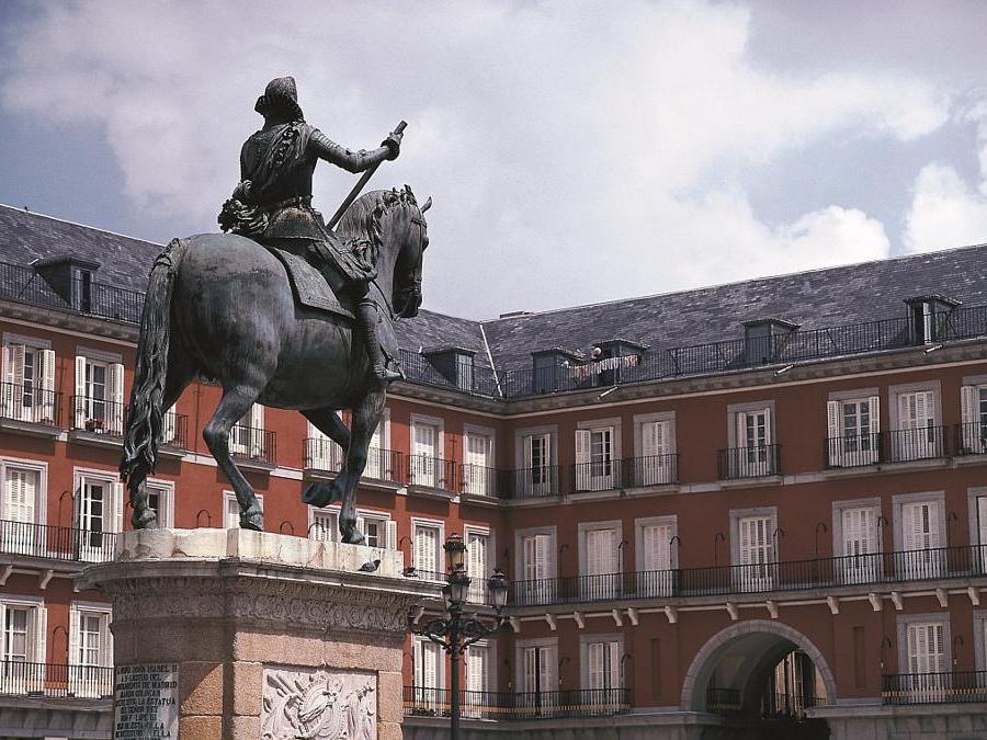 La statua equestre di Filippo III in Plaza Mayor (©Ente Spagnolo del Turismo-Turespaña)