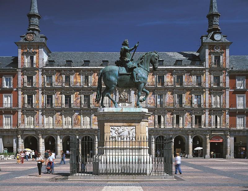 Plaza Mayor con i suoi palazzi d'epoca tra cui laCasa de la Panaderia (©Ente Spagnolo del Turismo-Turespaña)
