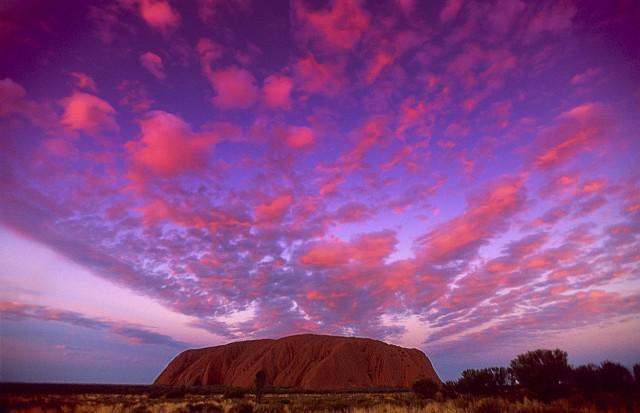 Uluru, monolite di 3 km e mezzo e alto 348 metri, sacro alle popolazioni aborigene (ph Tourism NT)