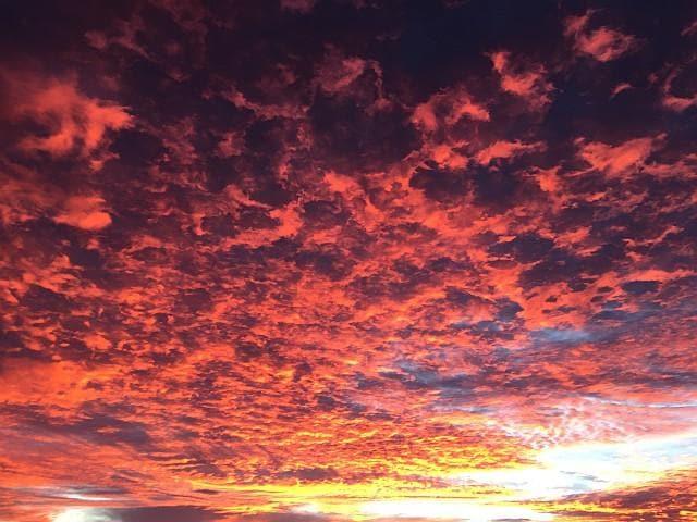 Il cielo di Uluru all'alba (ph Arianna Garavaglia)