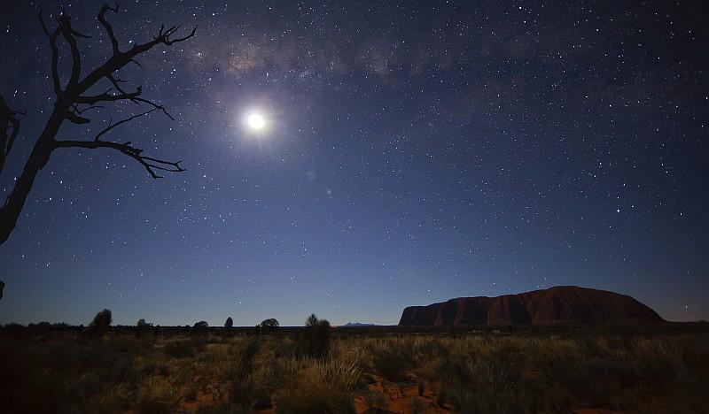Un'immagine della Uluru Astronomy Weekend, incontro con astronomi per scoprire una delle meraviglie dell'Outback del prossimo ottobre (@Ayers Rock Resort)