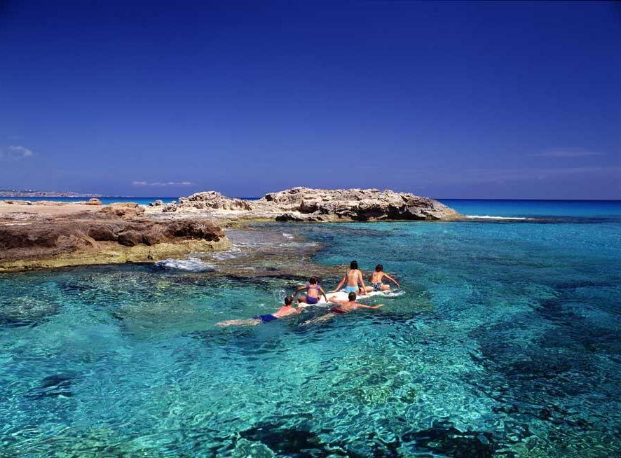 Es Calò lungola costa de Tramuntana (PH Turisme de Formentera)