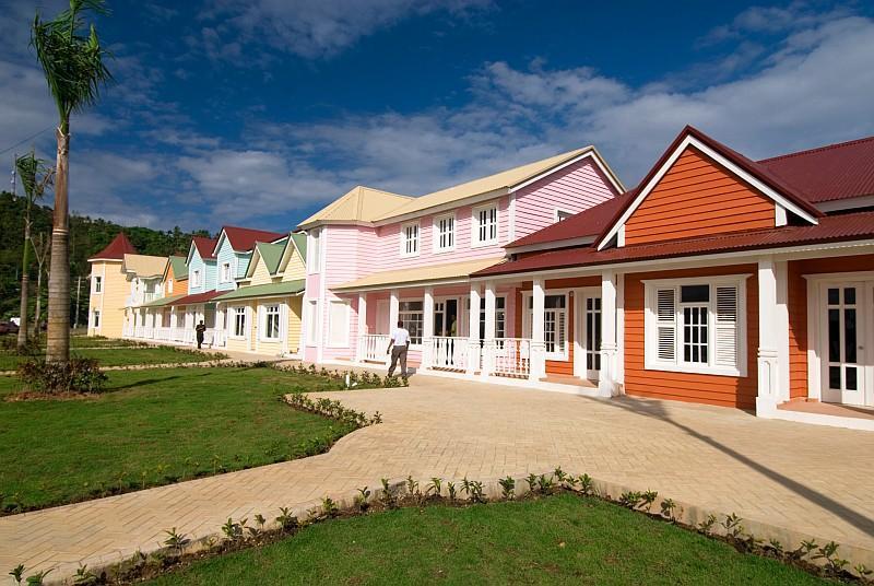 Case sul lungomare a Samanà (ph Ente del Turismo della Repubblica Dominicana in Italia )