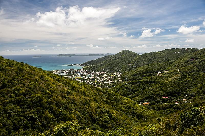 Veduta su Roadtown, la capitale di Tortola (©Lucio Rossi/bvitourism.it)