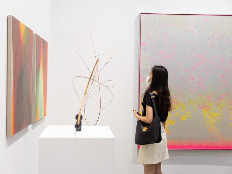 Lo stand della galleria 10 Chancery Lane ad Art Basel Hong Kong 2021, Courtesy Art Basel