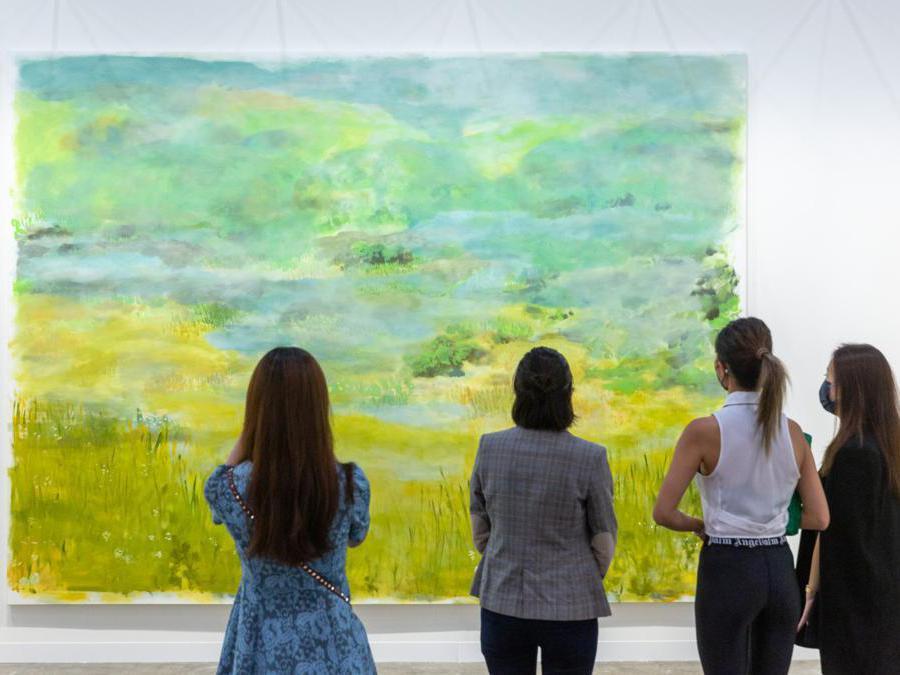Lo stand della galleria 47 Canal ad Art Basel Hong Kong 2021, Courtesy Art Basel