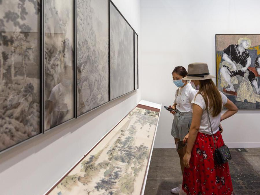 Lo stand della galleria Grotto Fine Art ad Art Basel Hong Kong 2021, Courtesy Art Basel