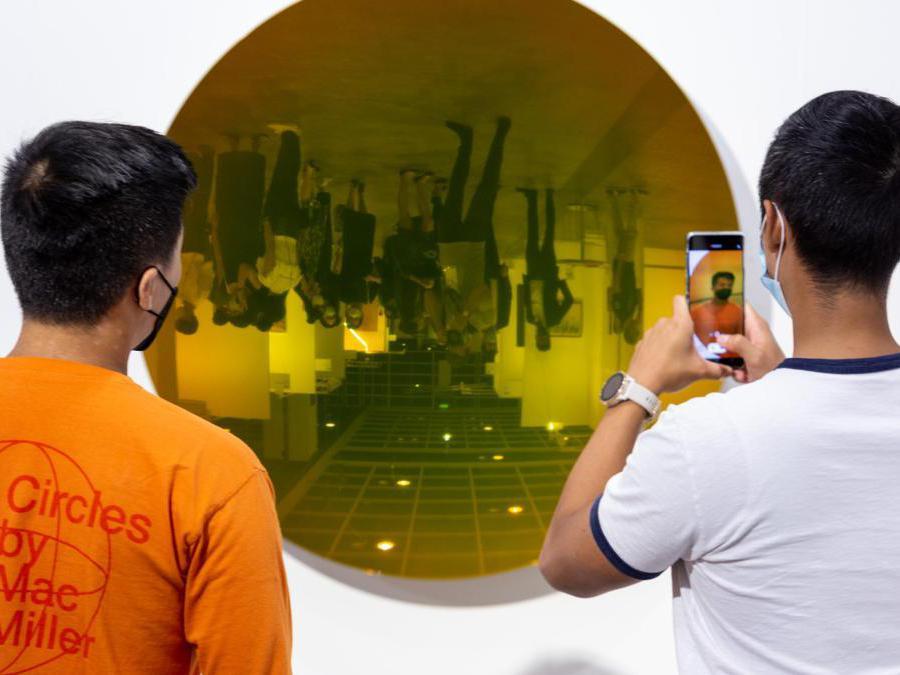 Lo stand della galleria Kamel Mennour ad Art Basel Hong Kong 2021, Courtesy Art Basel