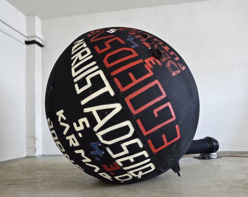 Comoscow 2019, Stano Filko (b. 1937), Altruistadseiq 5. 4.3.d. (ego balloon), c. 2005 inflatable balloon, paint diameter: c. 200 cm (70.000 euro). Galerie Emanuel Layr, (Vienna/Roma) linea collection, Bratislava