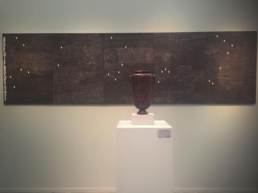 Stand Ben Brown / Colnaghi Alighiero Boetti / vaso in porfiro egiziano