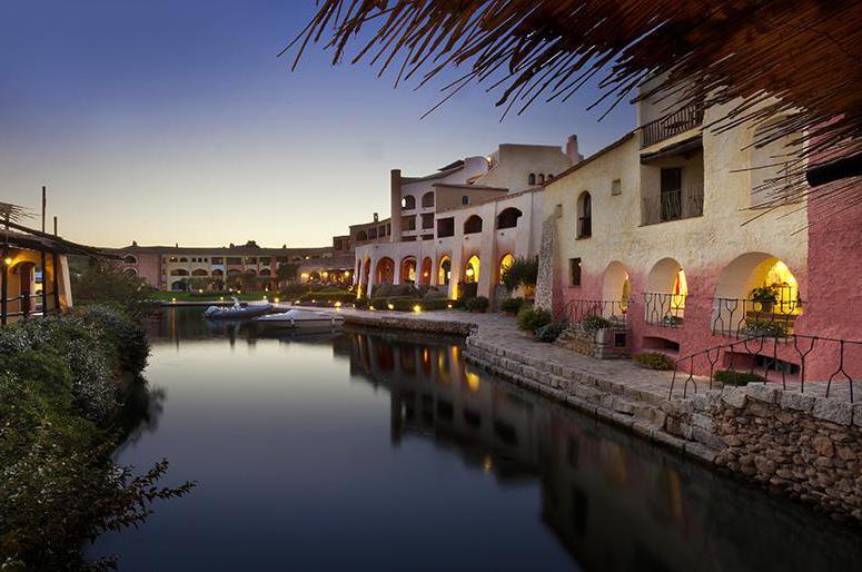 Hotel Cala di Volpe - Private marina by night
