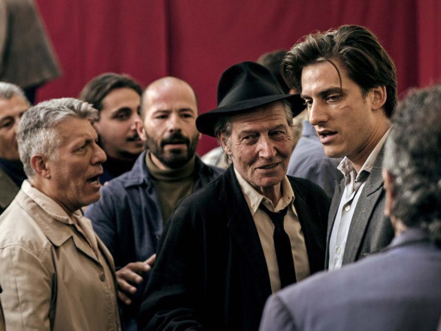 Carlo Cecchi e Luca Marinelli  in una scena del film 'Martin Eden' (Italy Photo Press)