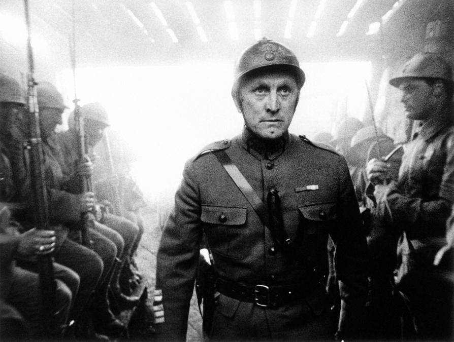 Immagini di scena del film Orizzonti di gloria (1957), nella foto Kirk Douglas. Foto Italy Photo Press/Capital Pictures