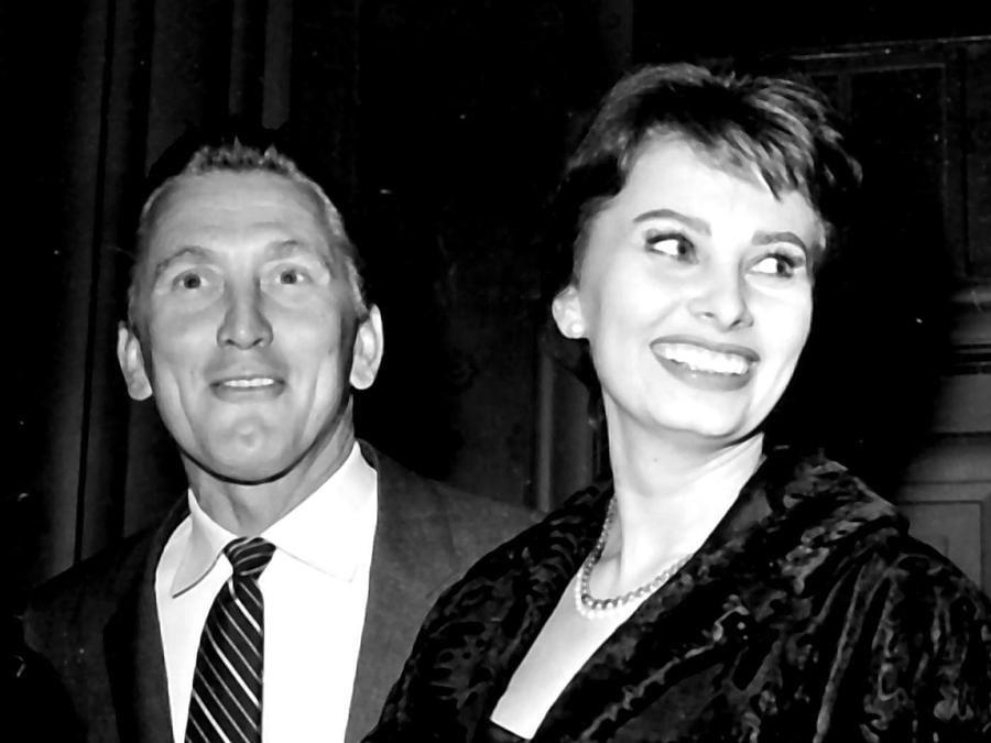 Roma 1962. Nella foto Kirk Douglas con Sophia Loren