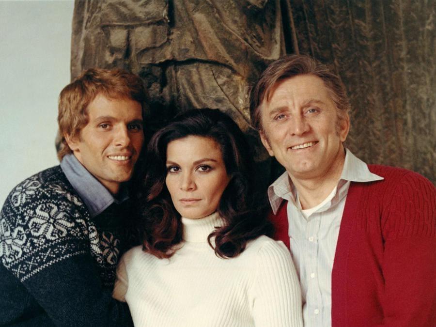Dal film Un uomo da Rispettare del 1972. Nella foto da sinistra Giuliano Gemma, Florinda Bolkan, Kirk Douglas. Italy Photo Press