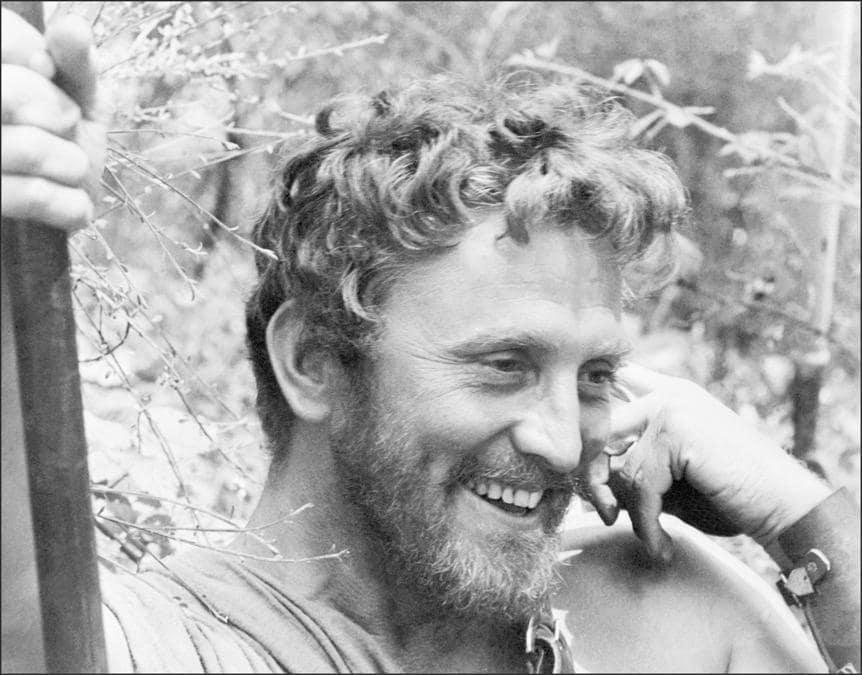 In questa foto   scattata nel 1960 l'attore Kirk Douglas interpreta Spartacus. (Photo by - / AFP)
