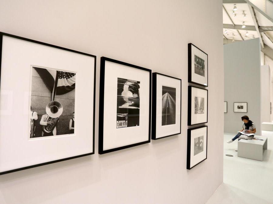 Una mostra di Robert Frank presso la  Deichtorhallen House of Photography ad Amburgo, nel 2018 (EPA/FOCKE STRANGMANN)