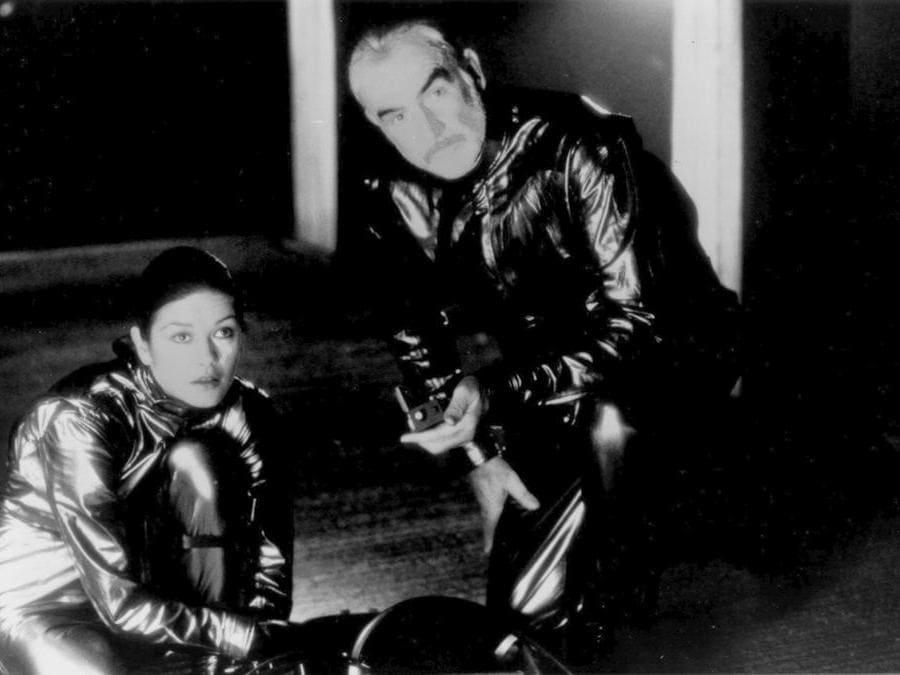 """19990514- Connery, """" Catherine Zeta-Jones in una scena di """" Entrapment """" , il film di Jon Amiel MEDUSA FILM / ANSA / PAL"""