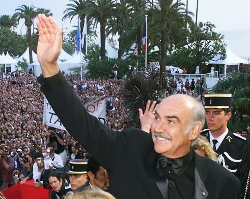 """14 Maggio 1999  Sean Connery al Palais des Festivals prima della proiezione di """"Entrapment""""al  52mo Festival di Cannes (Photo by Christophe SIMON / AFP)"""