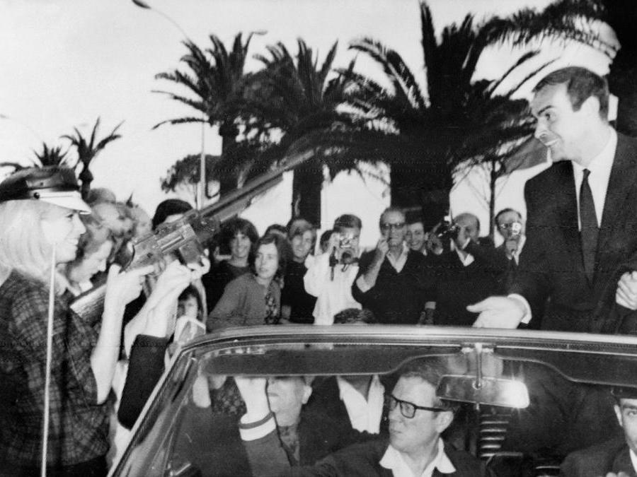 20 Maggio  1965 Sean Connery ial 18 festival del cinema di Cannes (Photo by - / AFP)