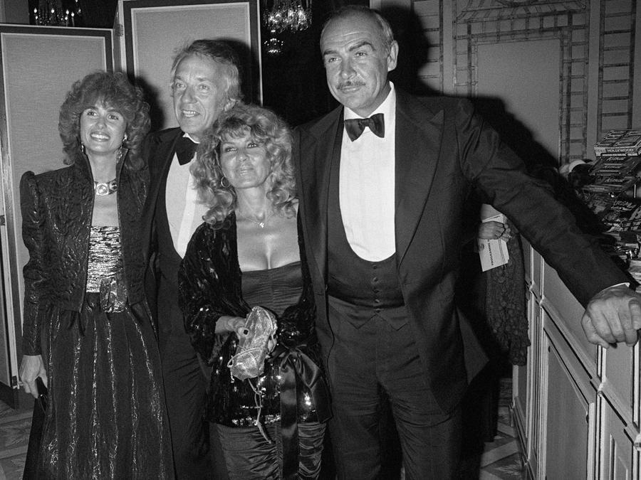 5 settembre 1981 Sean Connery e sua moglie Micheline Roquebrune , Jean-Pierre Cassel e sua moglie Anne Cassel durante il film festival americano di Deauville.  (Photo by MYCHELE DANIAU / AFP)
