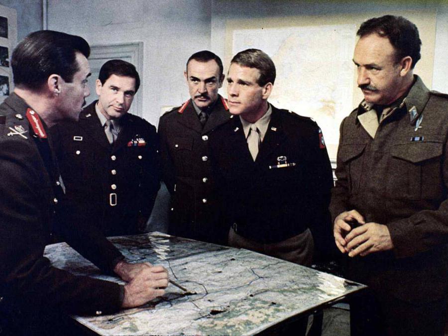 foto IPP/imagostock immagine di scena del film Quell'ultimo ponte (1977) nella foto Dirk Bogarde, Sean Connery, Ryan O Neal, Gene Hackman