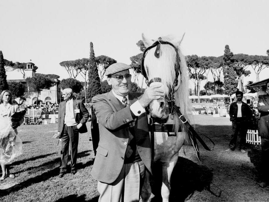 Alberto Sordi al Concorso ippico di Piazza di Siena, nel 1994 (Agf)