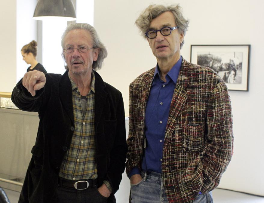 2012, Vienna. Peter Handke con Wim Wenders (Reuters)