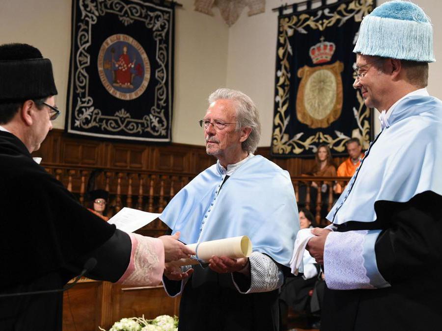 2017, Madrid, Spagna. Peter Handke riceve la laurea Honoris Causa all'Università   Alcala de Henares (Epa)