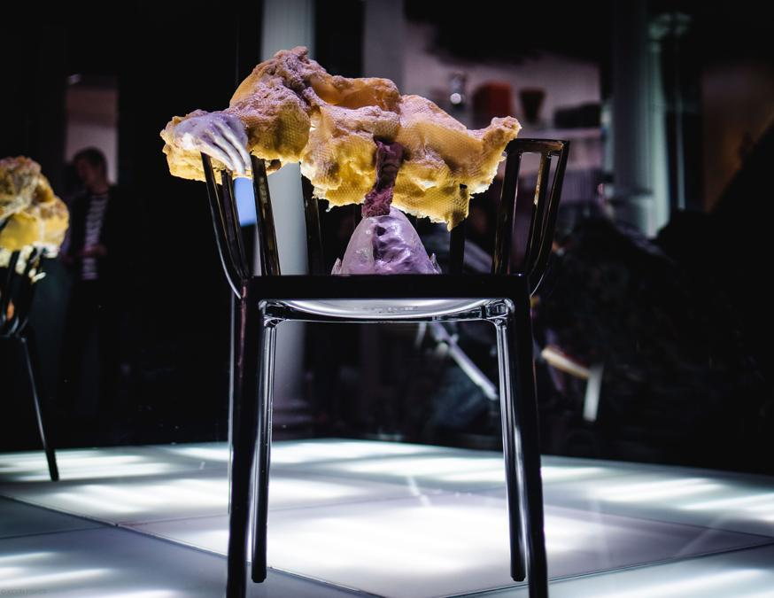 Testa cruda, favo d 'ape, argilla cruda. 2019. Showroom Kartell, New York