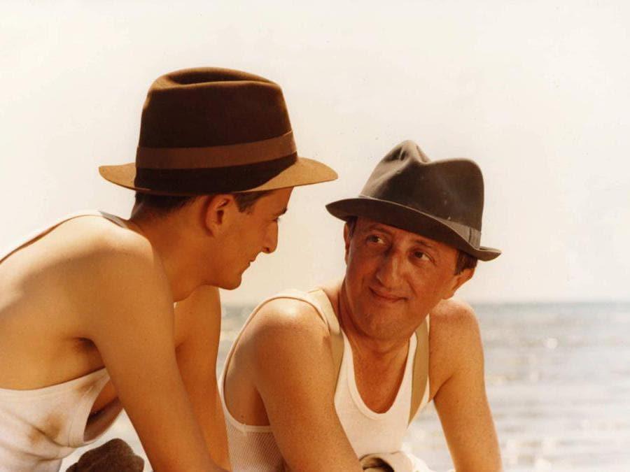 1985. Carlo Delle Piane e Nik Novecento nel film 'Festa di laurea' (Fotogramma)