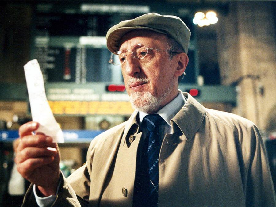 2005. Carlo Delle Piane in una scena di 'Tickets',  film a sei mani di Ermanno Olmi, Abbas Kiarostami e Ken Loach (Ansa)