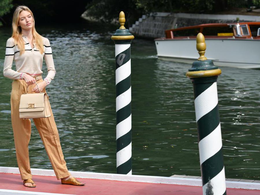 La modella statunitense Martha Hunt  (Photo by Alberto PIZZOLI / AFP)