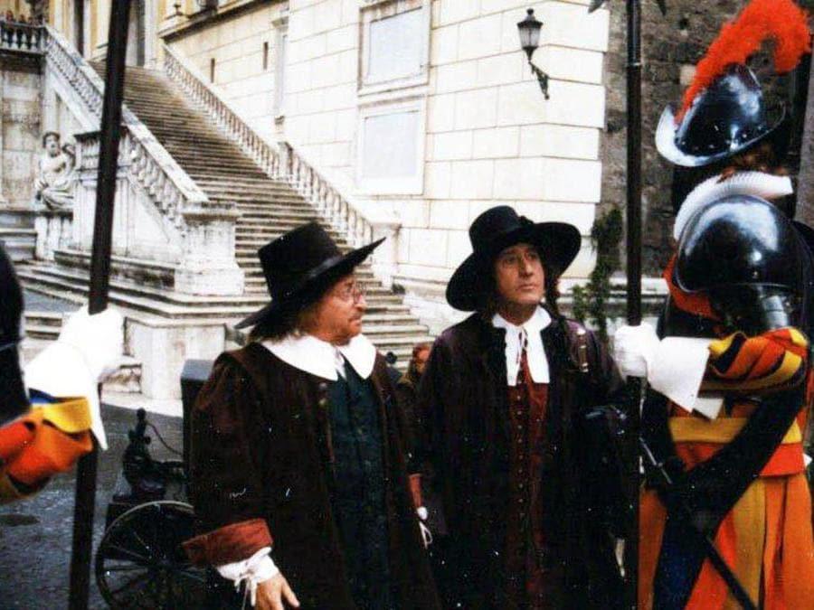 Alberto Sordi con Carlo Croccolo, in Campidoglio a Roma, in una scena del film 'L'avaro' del 1990, dall'Archivio Enrico Appetito, 15 febbraio 2013. (ANSA/US VITTORIANO)
