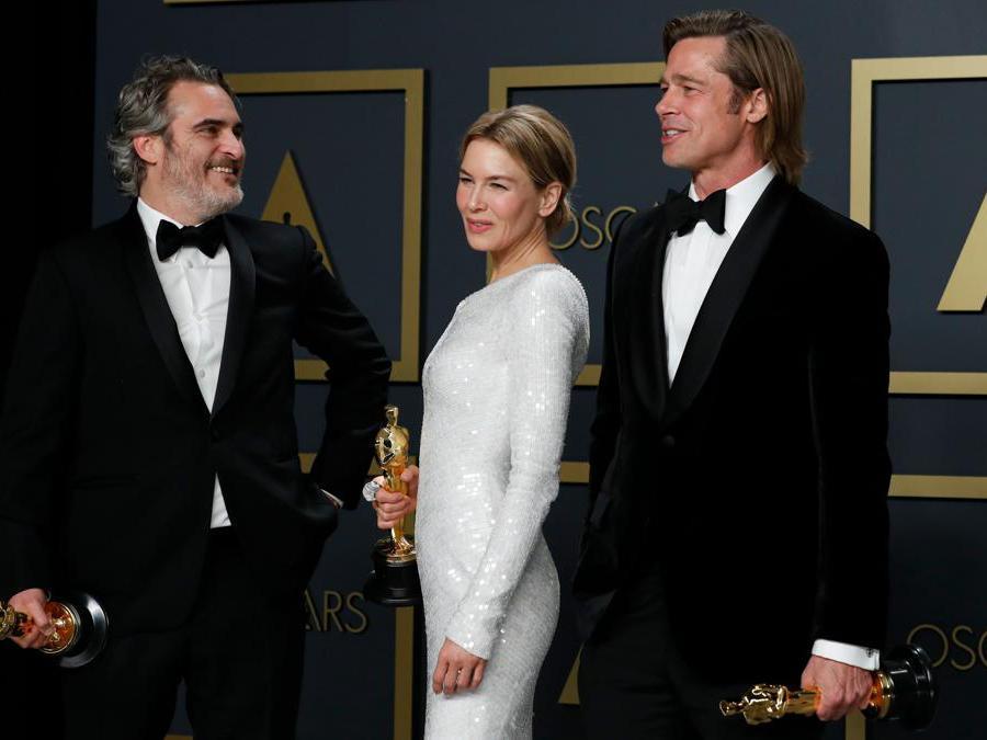 Miglior attore Joaquin Phoenix, miglior attrice  Renee Zellweger per Judy   e miglior attore non protagonista Brad Pitt  per C'era una volta a Hollywood  REUTERS/Lucas Jackson