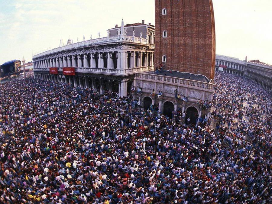Concerto dei Pink Floyd in Piazza San Marco (Venezia 15 luglio 1989) -  ANSA / Archivio Fotografico Graziano Arici