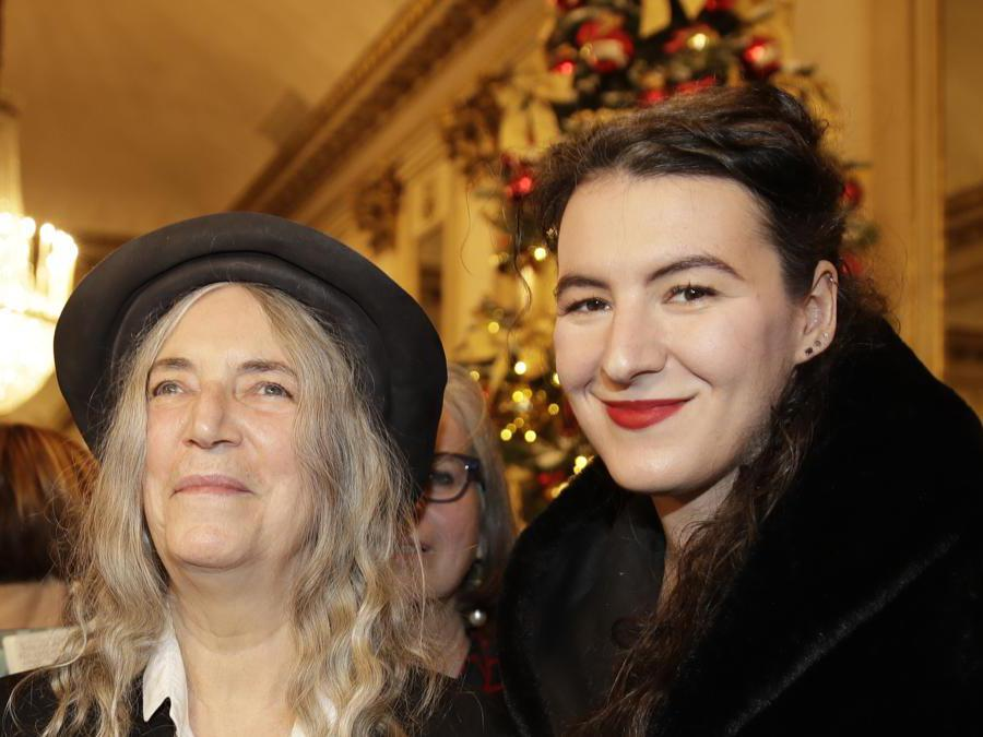 Patti Smith con la figlia  Jesse Smith.  (AP Photo/Luca Bruno)