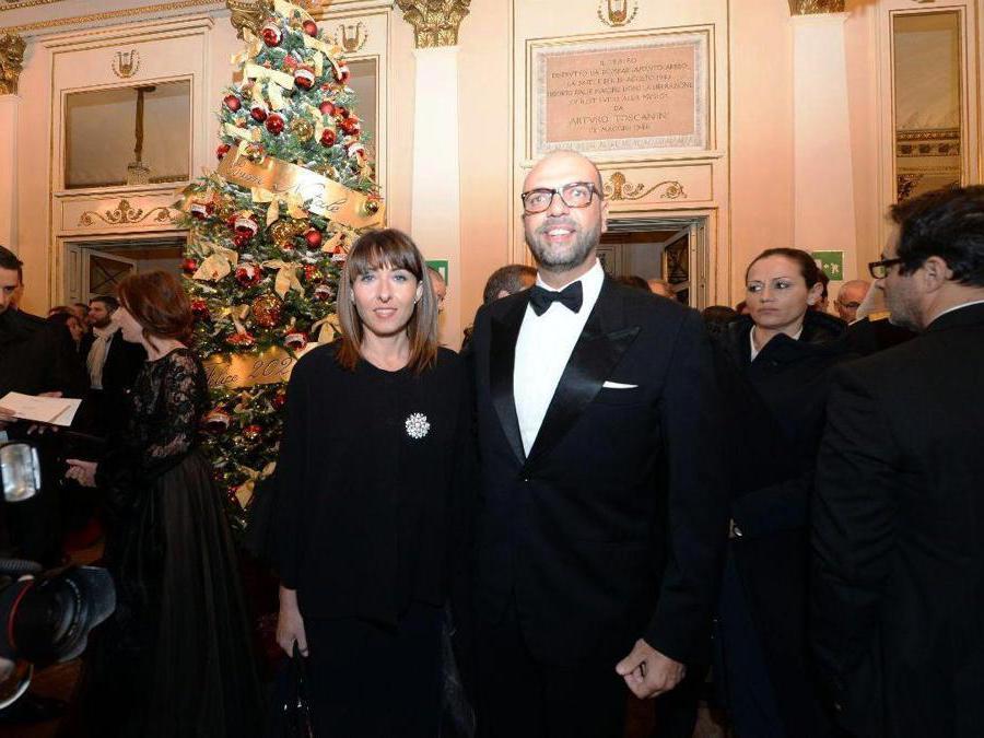 Ospiti nel Foyer del Teatro alla Scala entrano per assistere alla Prima della Tosca, nella foto Angelino Alfano (Carlo Cozzoli/Fotogramma)