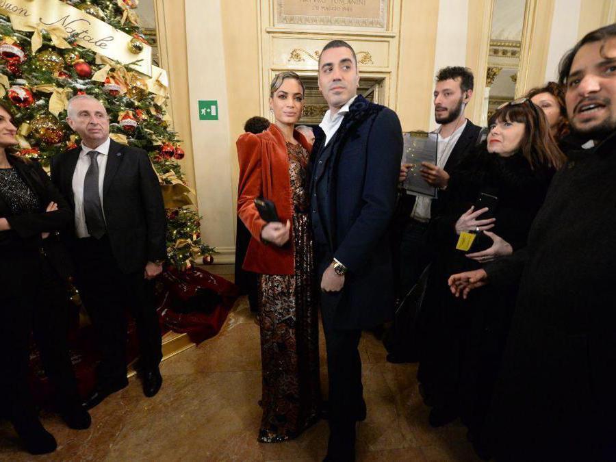 Ospiti nel Foyer del Teatro alla Scala entrano per assistere alla Prima della Tosca, nella foto Elodie e Marracash (Carlo Cozzoli/Fotogramma)