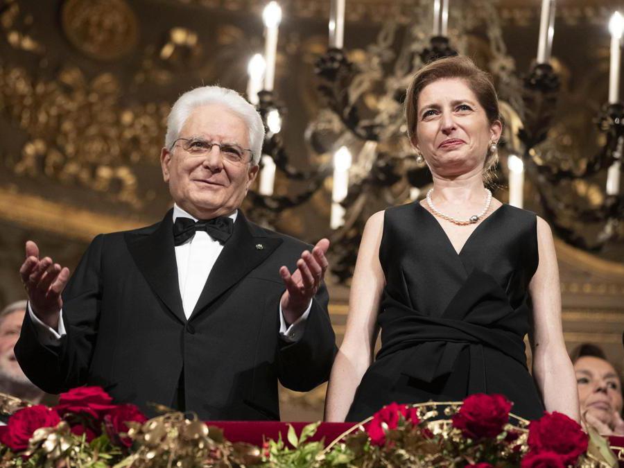 Il Presidente della Repubblica Sergio Mattarella e la figlia Laura in occasione della Tosca, l'opera che inaugura la stagione 2019-2020 del Teatro alla Scala di Milano, 7 dicembre 2019. ANSA/FRANCESCO AMMENDOLA UFFICIO STAMPA QUIRINALE