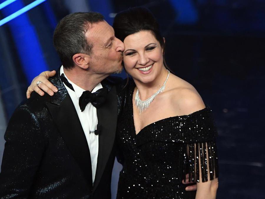 Sanremo. Amadeus con la moglie  Giovanna Civitillo (Ansa)