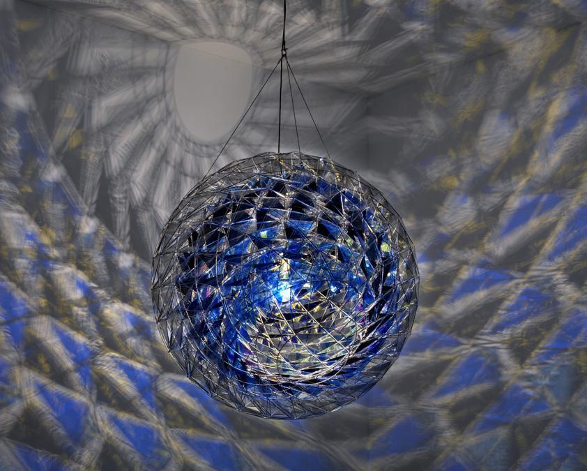 Olafur Eliasson «Cold wind sphere»2012. Acciaio inossidabile, vetro colorato (blu scuro, blu e grigio chiaro) (Photo: Jens Ziehe - Pompidou Centro, Parigi)  2012 Olafur Eliasson
