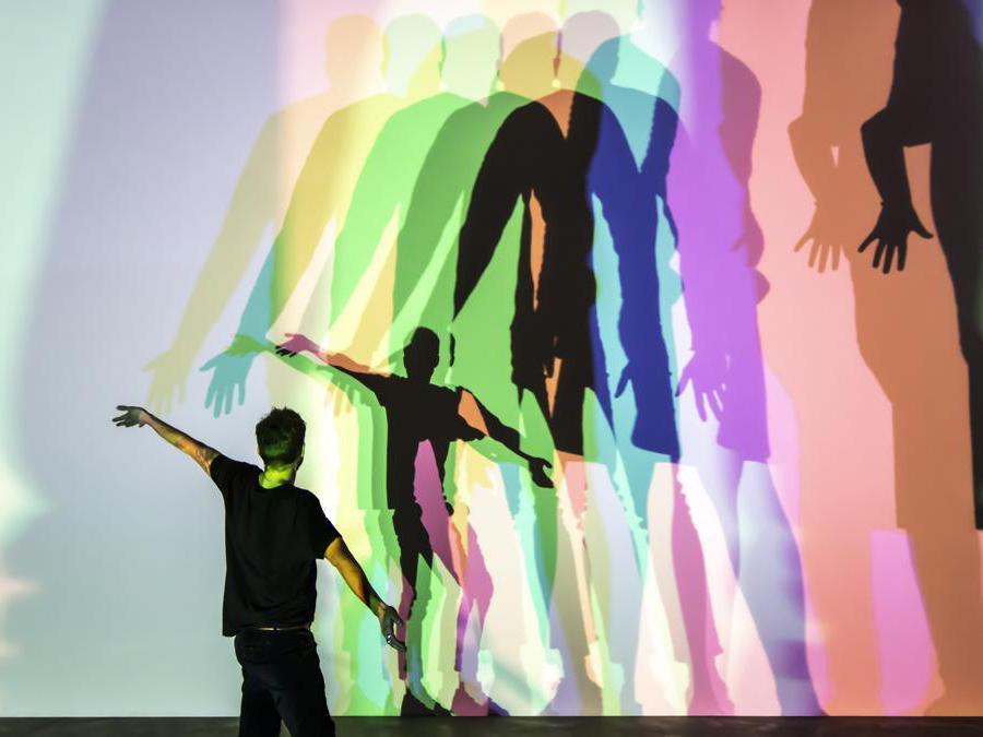 Olafur Eliasson «Your uncertain shadow» 2010 - vetro e alluminio. Collezione d'arte contemporanea Thyssen-Bornemisza, Vienna. (Photo: María del Pilar García Ayensa/ Studio Olafur Eliasson). Per gentile concessione dell'artista, Berlino -  Tanya Bonakdar  Gallery, New York / Los Angeles)  2010 Olafur Eliasson