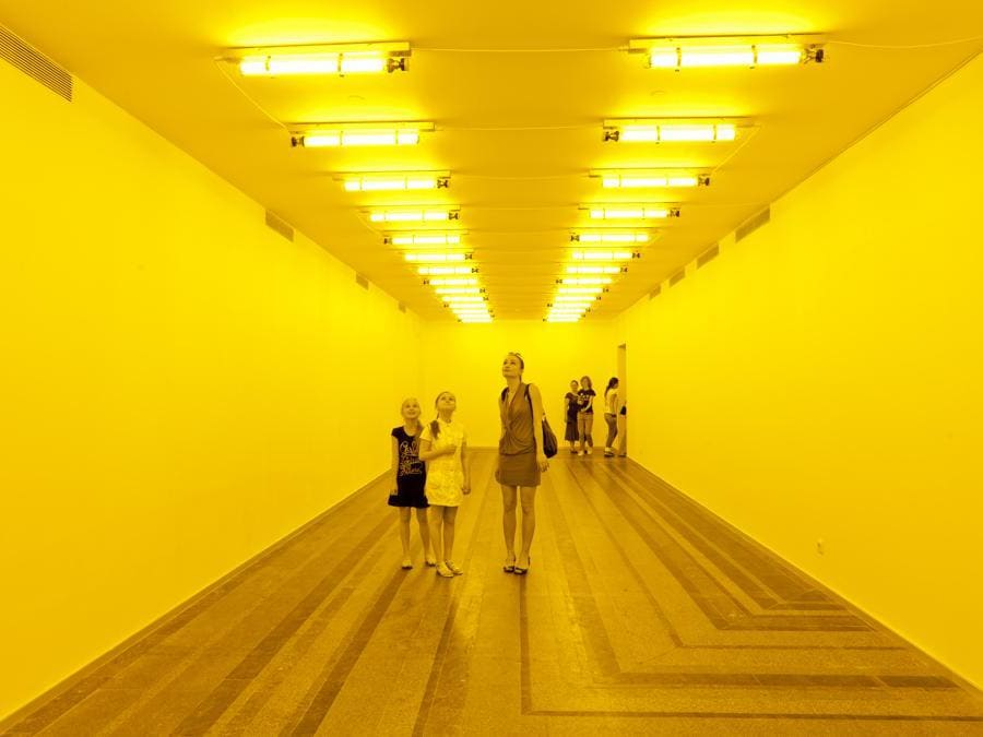 Olafur Eliasson «Room for one colour»1997. Lampade a monofrequenza (Photo: Dmitry Baranov)   1997 Olafur Eliasson