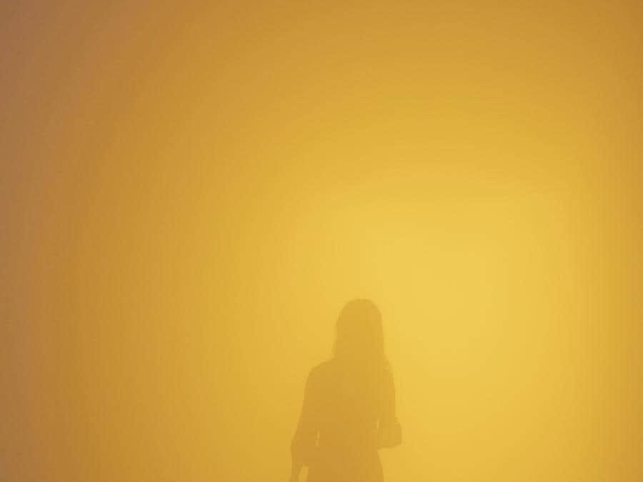 Olafur Eliasson «Din blinde passager (Your blind passenger)» 2010. Lampade fluorescenti. Installazione presso la «Tate Modern, Londra» (Photo: Anders Sune Berg)   2019 Olafur Eliasson