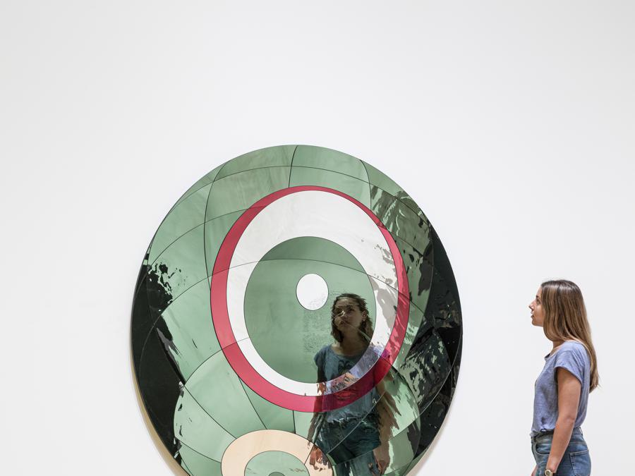 Olafur Eliasson «Glacial spherical flare» 2019. Installazione presso la «Tate Modern, Londra» (Photo: Anders Sune Berg)  2019 Olafur Eliasson