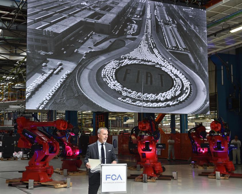 Pietro Gorlier, responsabile Emea di Fca, durante la cerimonia dell'80°  anniversario delllo stabilimento Fiat Mirafiori (Ansa/ Alessandro Di Marco)