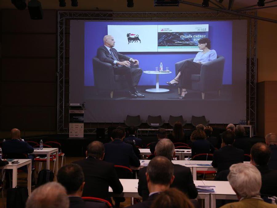 Celestina Dominelli giornalista del Sole 24 Ore intervista Claudio Descalzi, amministratore delegato Eni